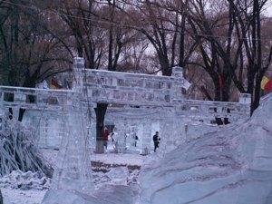ライトアップ前の氷像